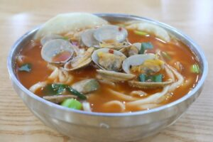 Cooked clams in a soup bowl